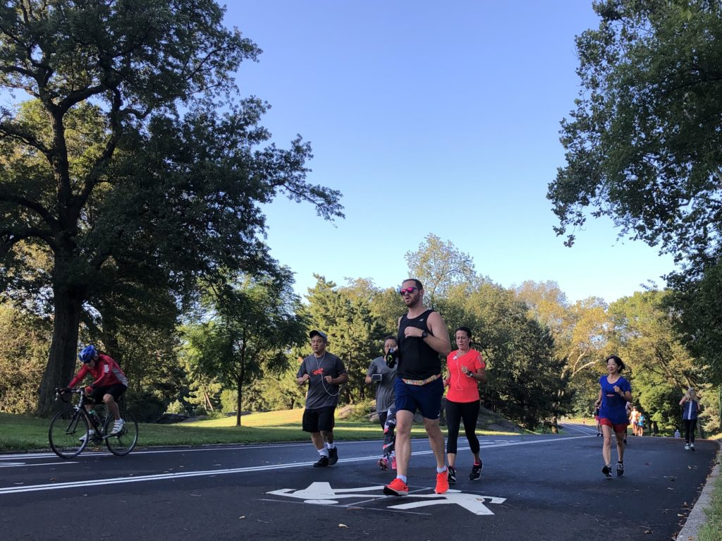 NYのセントラルパークを走るランニングクラブの方たち