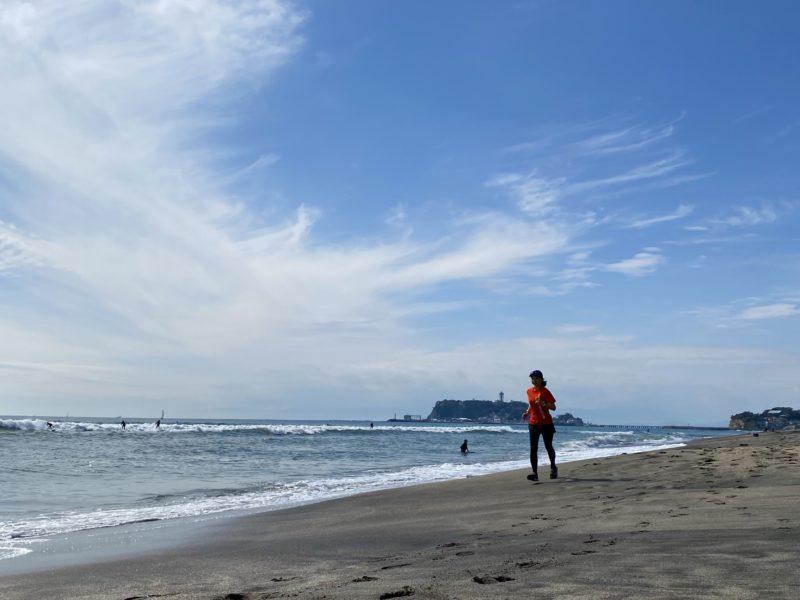 5km走前に、七里ヶ浜にてビーチラン