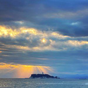 稲村ヶ崎から見る江の島の夕景