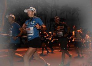 ホノルルマラソンスタート時は真っ暗