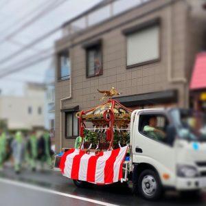 五所神社の例大祭でお神輿が車両で巡行