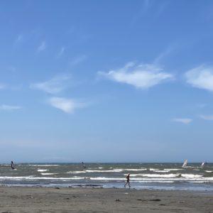 材木座海岸にヨット
