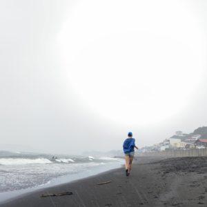 七里ヶ浜で土砂降り