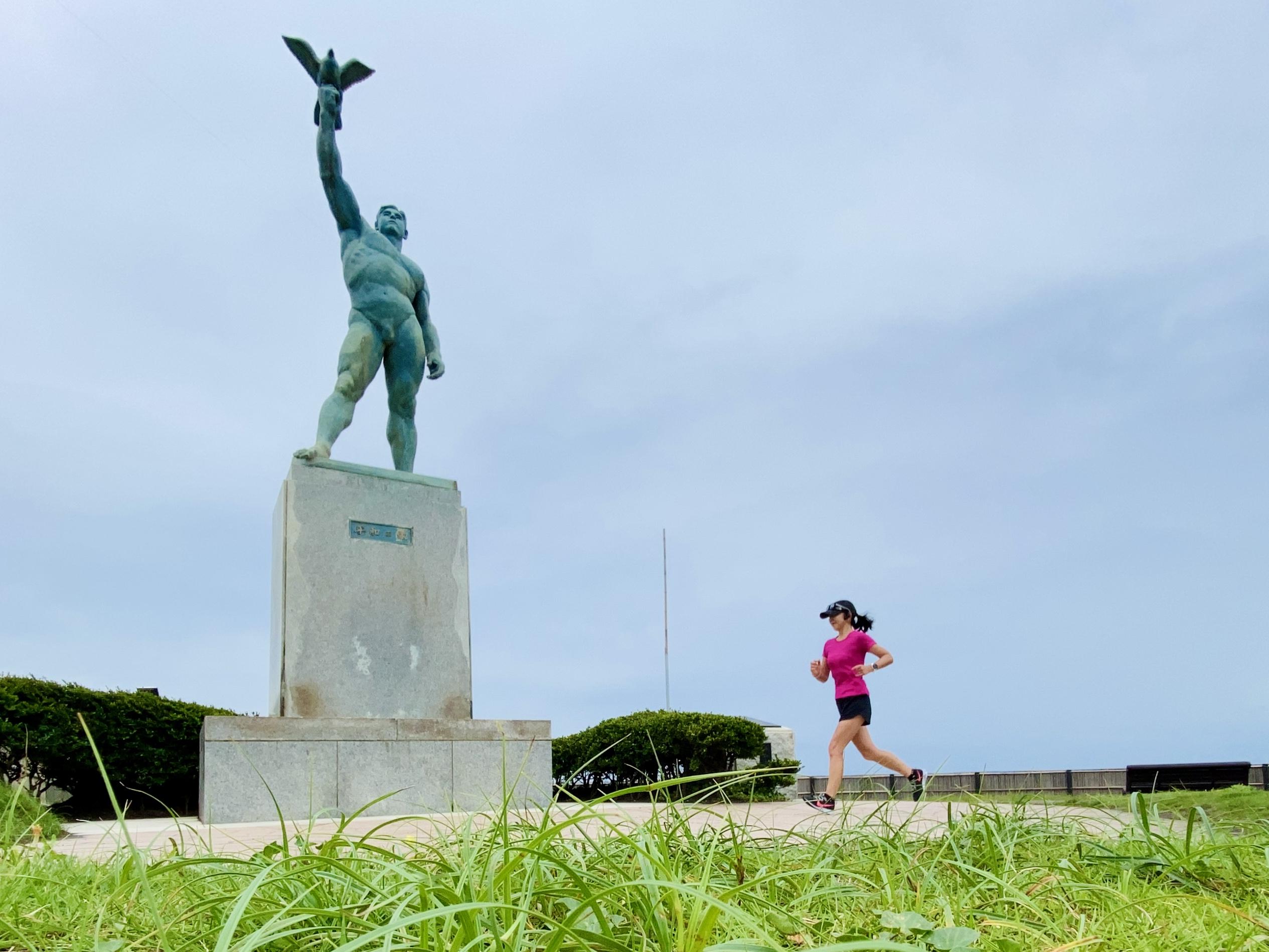 辻堂海浜公園の平和の像にて