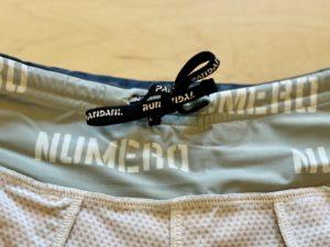 パンダーニのランニングパンツのサイズ調整用の紐