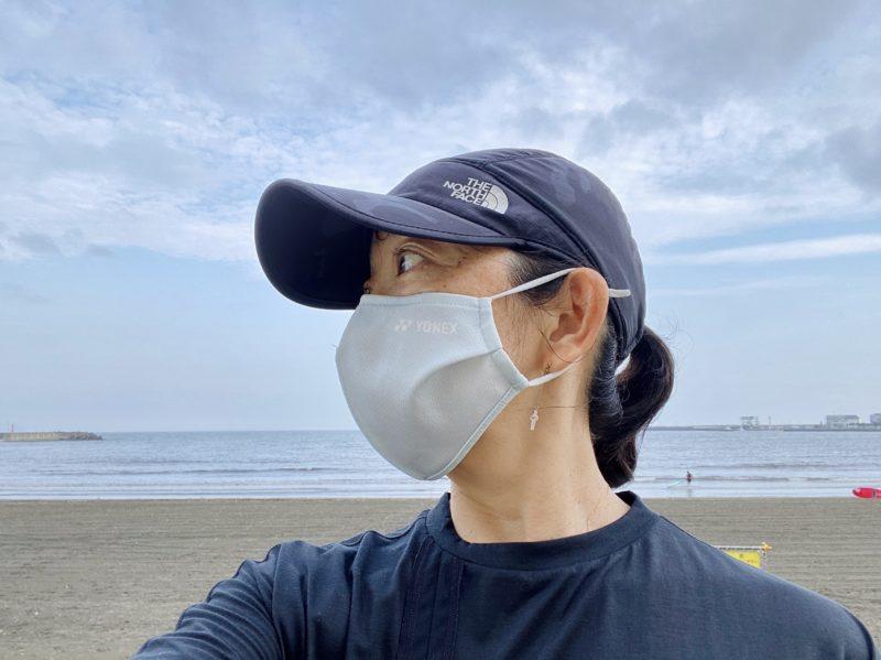 ヨネックスのスポーツフェイスマスク着用