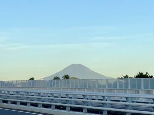 湘南大橋から見える富士山