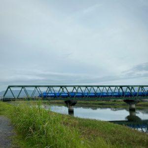 鉄橋に青いソニック