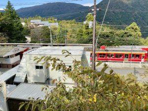 小涌谷駅で電車のスイッチ