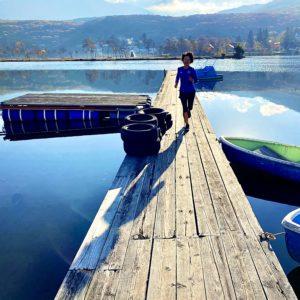 白樺湖に突き出たボードウォーク