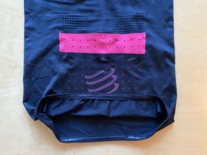 ポスチュラル ショートスリーブトップの裾部分