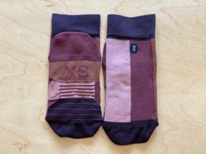 OnのHigh Sock「Fig Rose」XSサイズを畳んだところ