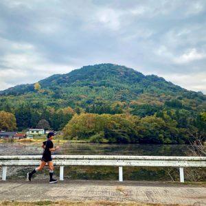 安心院の紅葉の山