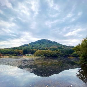 紅葉が池へ映り込み