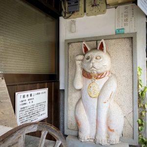 招き猫の鏝絵