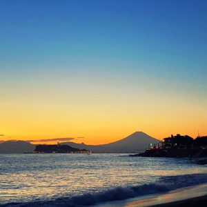 稲村ヶ崎の富士山シルエット