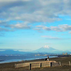 鵠沼海岸から見る富士山