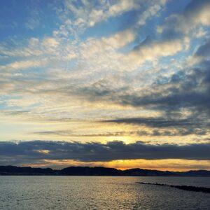 鎌倉海浜公園坂ノ下地区の先から見た朝日