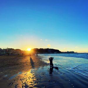 材木座海岸で初日の出