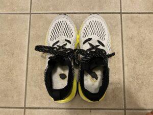 「アスレシューズ ハイバウンス」のインソールは靴に接着