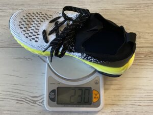 「アスレシューズ ハイバウンス」23cmの片足+インソールで約230g