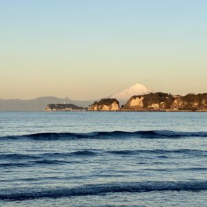材木座海岸から見た富士山