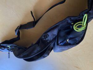 ランゼストのランニング2wayバッグの万能イヤホンホール