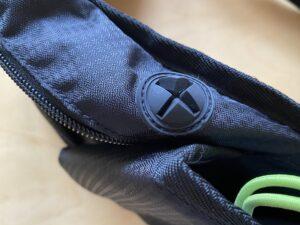 ランゼストのランニング2wayバッグの万能イヤホンホールは大型