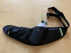 ランゼストのランニング2wayバッグのペットボトルホルダーにはワンタッチ落下防止バンド