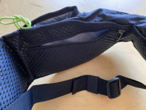 ランゼストのランニング2wayバッグのバックポケットは1万札が畳まずの入る大きさ
