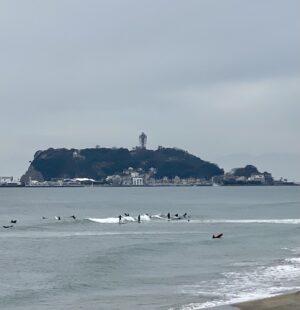 七里ガ浜のサーファー