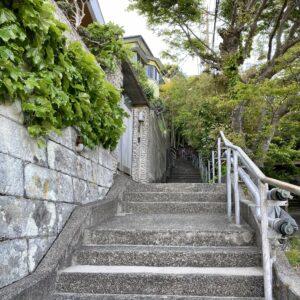 稲村ヶ崎の急階段1