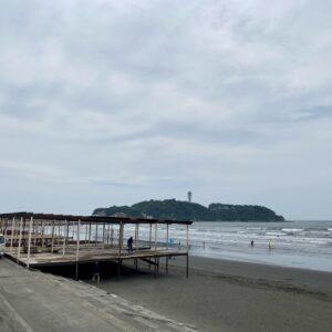 江の島では海の家を建設中