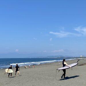 鵠沼海岸から黒い富士山