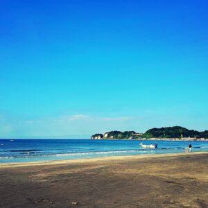 朝の材木座海岸