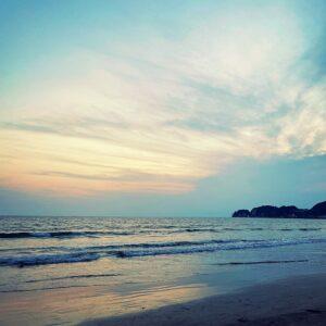 夕暮れの材木座海岸